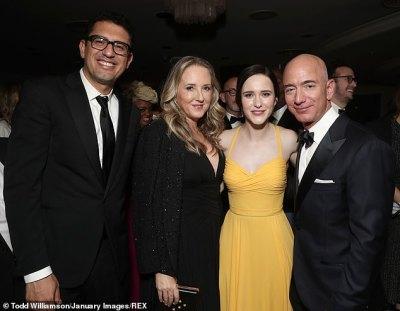 Jeff Bezos' sexts an explicit selfies to Lauren Sanchez   Daily Mail Online