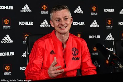 Man United boss Ole Gunnar Solskjaer demands players are not distracted by PSG showdown | Daily ...