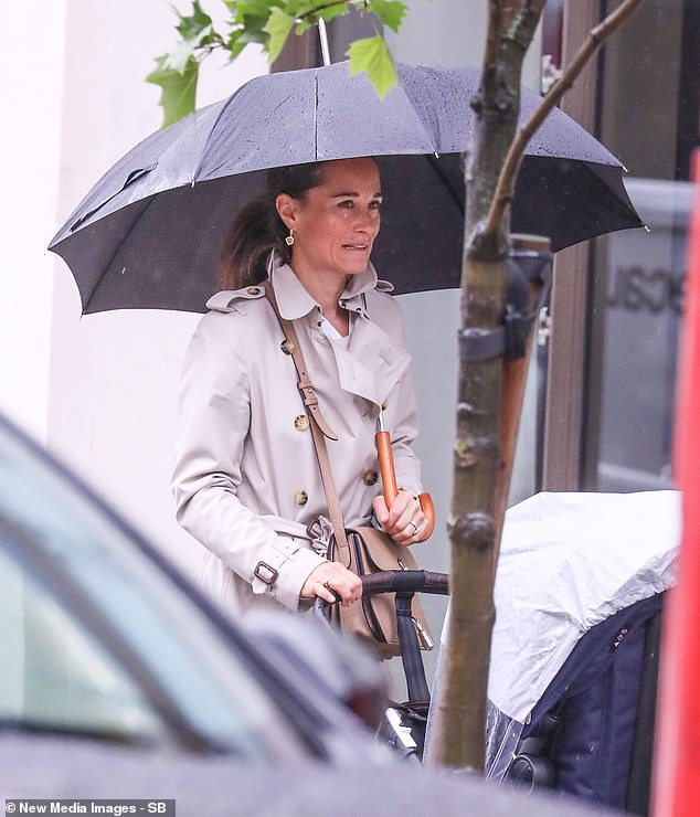 Bugaboo Stroller Kate Middleton Pippa Middleton Looks Smart In Classic Burberry Trench