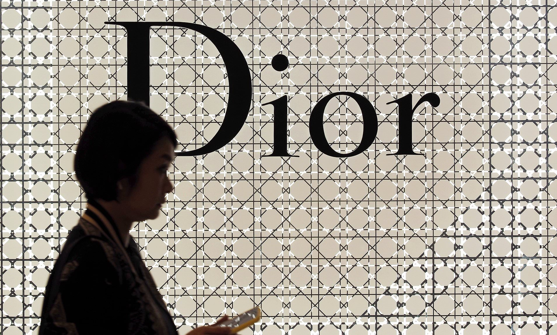Young Versace Baby White Stroller And Travel Set Luxury Brand Dior Apologises To Beijing After Showing A Map