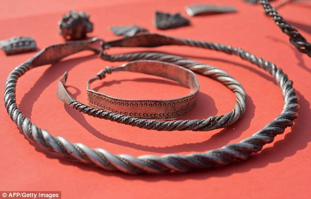 Further investigation revealed a trove believed to date to the era of king Harald Gormsson, who reigned from around 958 to 986 AD. Braided necklaces, pearls, brooches, a Thor's hammer, rings and up to 600 chipped coins were found