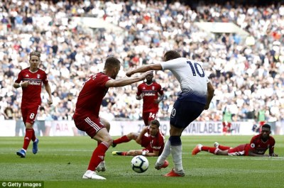 Harry Kane ends August goal drought during Tottenham's win over Fulham | Daily Mail Online