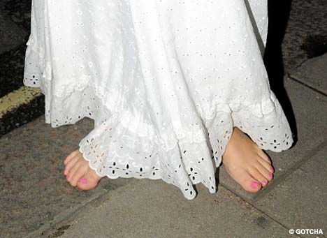 Barefoot Birthday Girl Lily Allen Celebrates Her 23rd