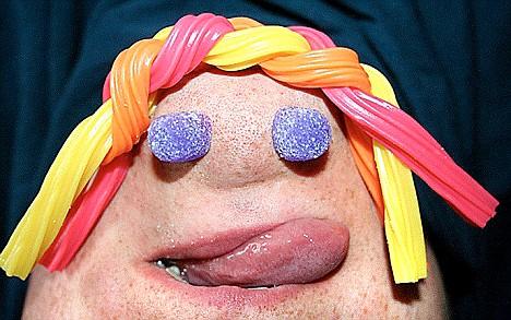 article 1033905 01E68E7B00000578 177 468x293 Fotos estranhas de pessoas com cara de queixo
