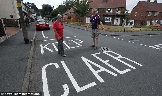 Blundering Road Painters Make Spelling Gaffe That Couldn39t