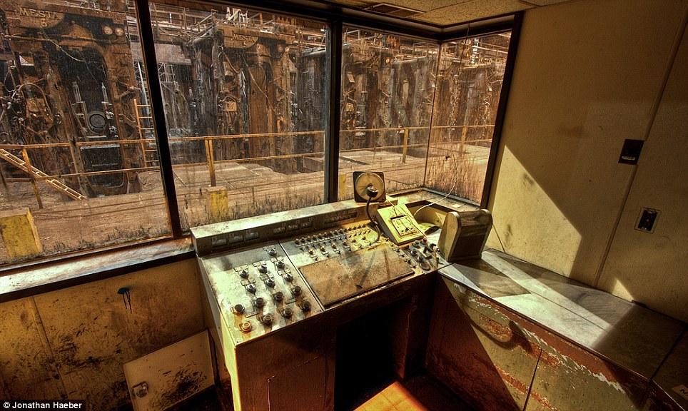Falling Money Wallpaper Hd Falling From The Sky Inside The Abandoned Ghostscrapers