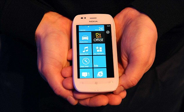 Nokia Lumia 710 Nokia Lumia 800 Review: First Windows Phones Hailed A