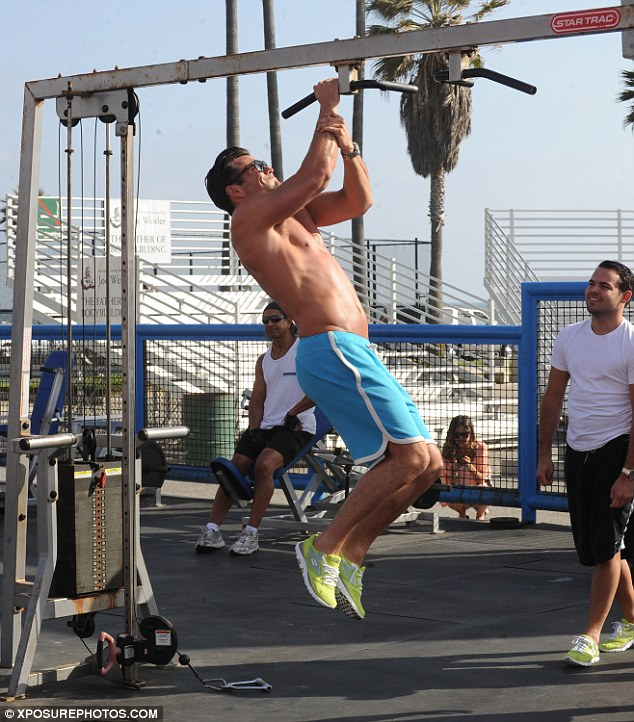 Crossfit Wallpaper Girls Mark Wright Takes A Break From His Luxury Pad And Hits