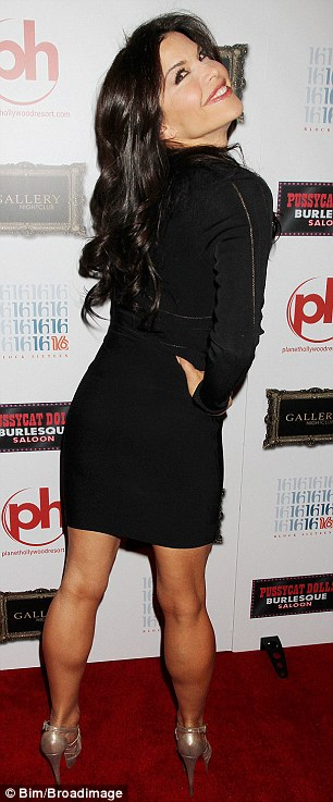 Lauren Sanchez shows off famous assets as she joins Pussycat Dolls troupe | Daily Mail Online