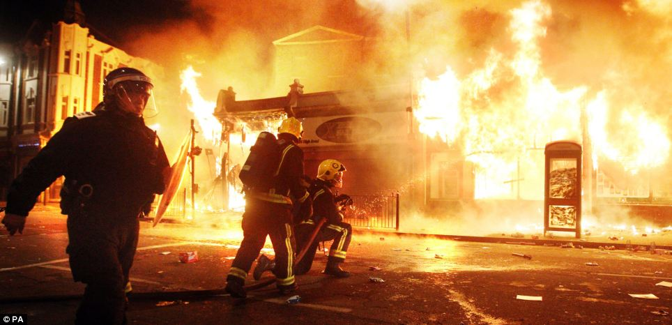 Go Get It Girl Laptop Wallpaper London Riots 2011 One Year On Incredible Unseen