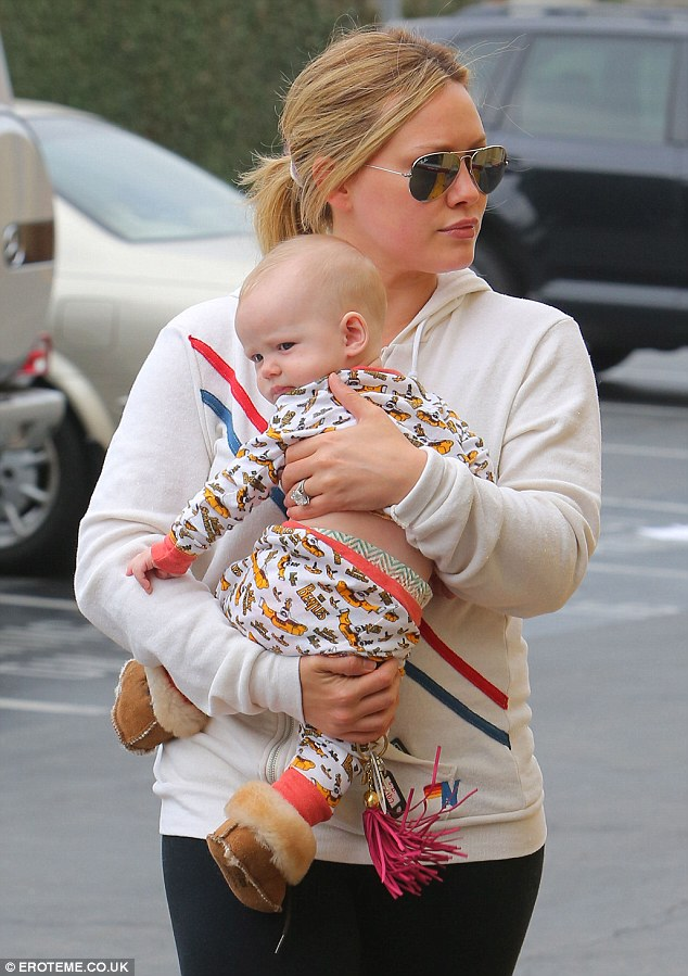 Baby Pushchair Leather Hilary Duff Shows Off Slim Post Baby Body In Patterned