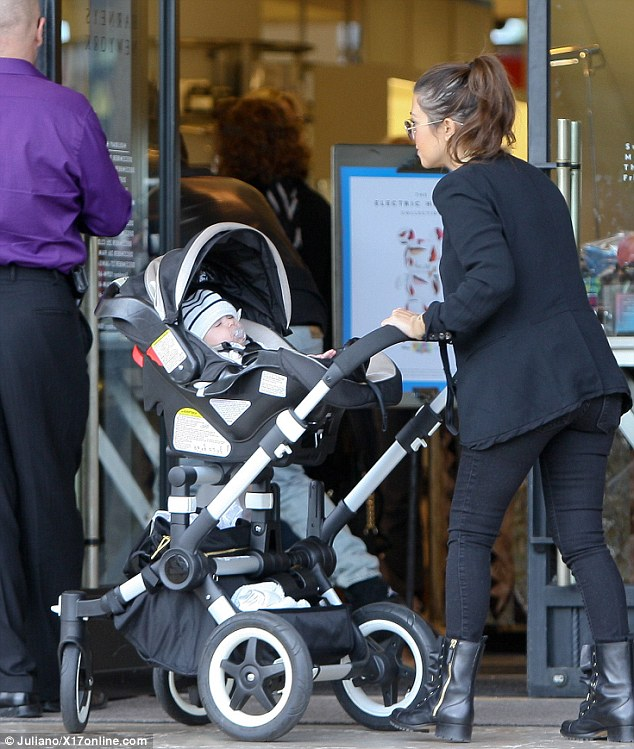 Baby Stroller That Turns Into Car Seat How Does This Work Kourtney Kardashian Attempts To Put