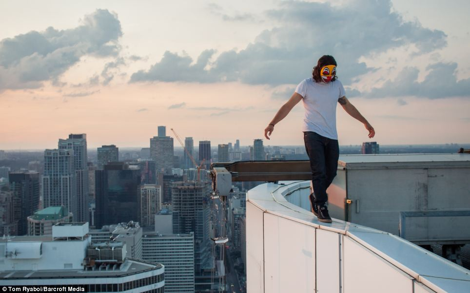 Dream About Wallpaper Falling Off Vertigo Inducing Pictures Taken By Rooftopper Who Wants