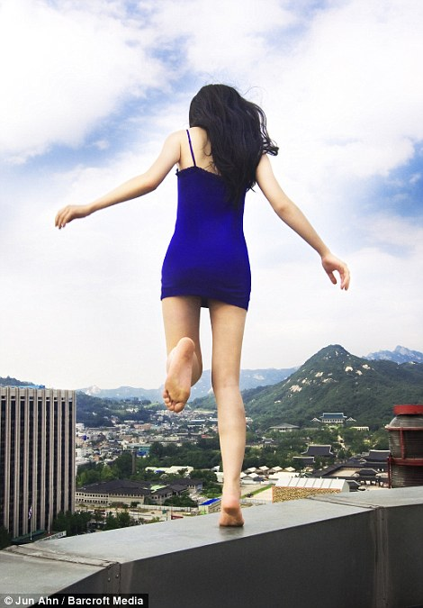 Seoul Wallpaper Iphone Woman On A Ledge Artist Creates Vertigo Inducing Images