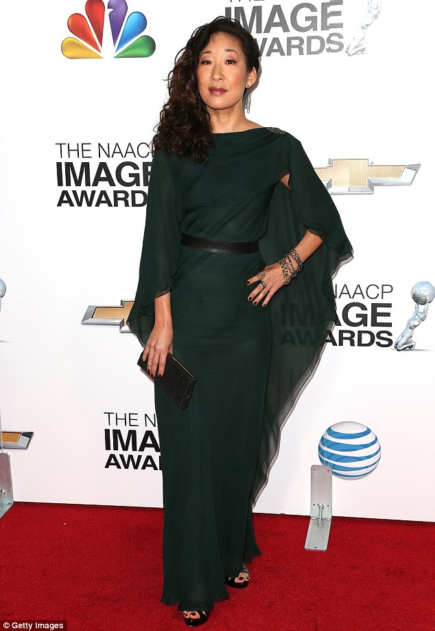 Green queen: Sandra Oh choose a flowing dress with a black belt