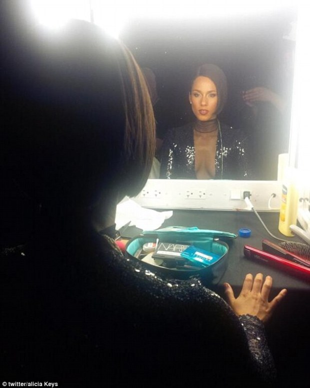 Pre-show nerves? Alicia uploaded a snap to her Twitter page immediately before she headed out on stage to perform her sell-out gig