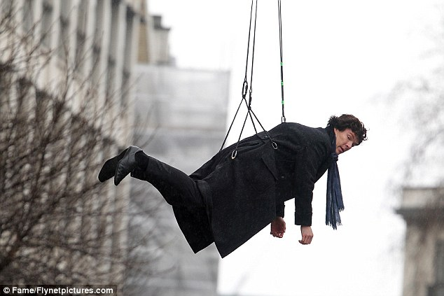 Benedict Cumberbatch dashes to switch places with his \u0027dead\u0027 stunt