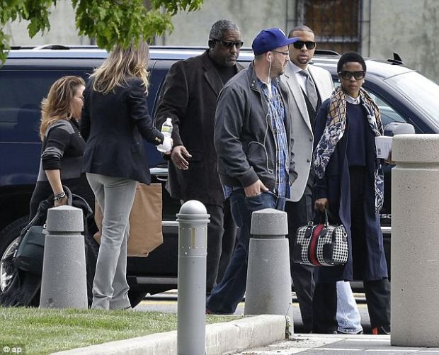 Entourage: She arrived in court with an entourage of people