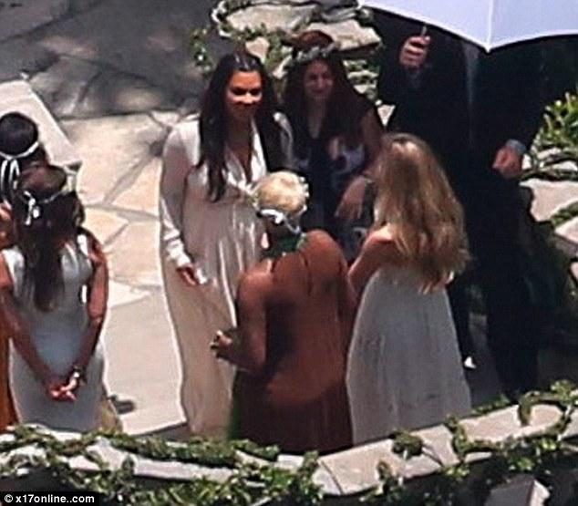 Harry Styles Fall Wallpaper Kim Kardashian Gives Birth At Los Angeles Hospital To