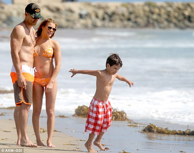 Girl Reading Book Wallpapers Brandi Glanville Shows Rimes Up In A Tiny Pink Bikini As