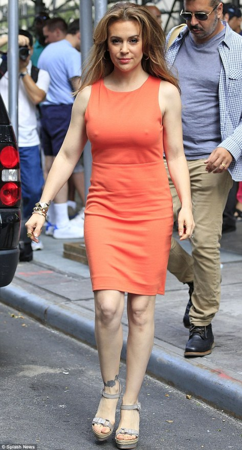 year cougar milf alyssa milano goes less tight dress drum publicity show