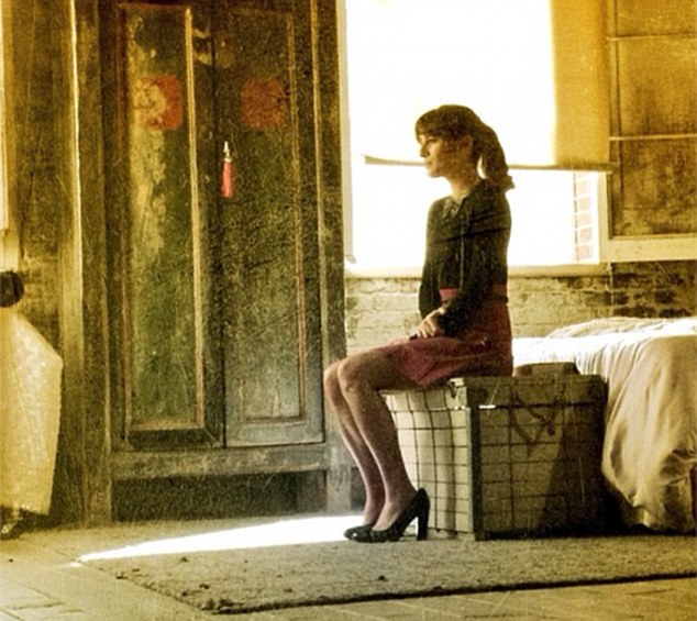 A Girl Sitting Alone Wallpapers Girl Sitting Alone In Room