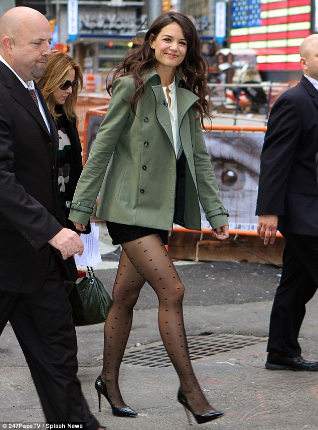 Teppich Vintage Gold Katie Holmes Shows Off Legs For Good Morning America