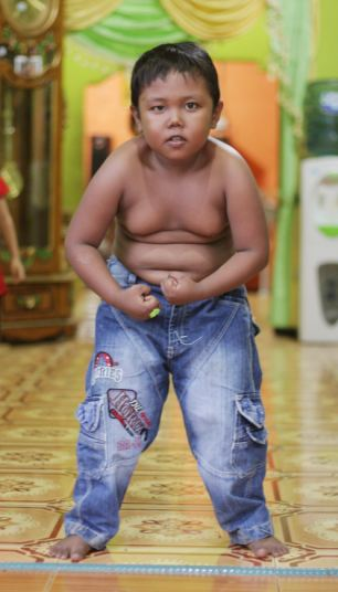 Aldi was taken for play therapy sessions in the capital Jakarta for two weeks to take his mind off his 40-a-day habit