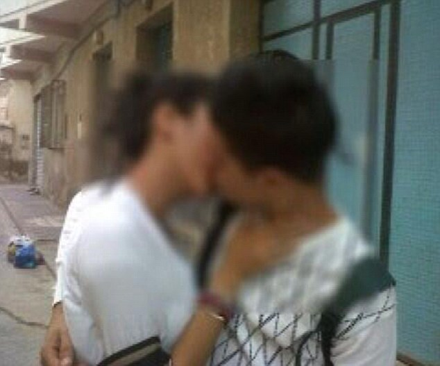 Indian Local Beautiful Girl Wallpaper Pictured The Public Kiss That Got Two Moroccan Teenagers
