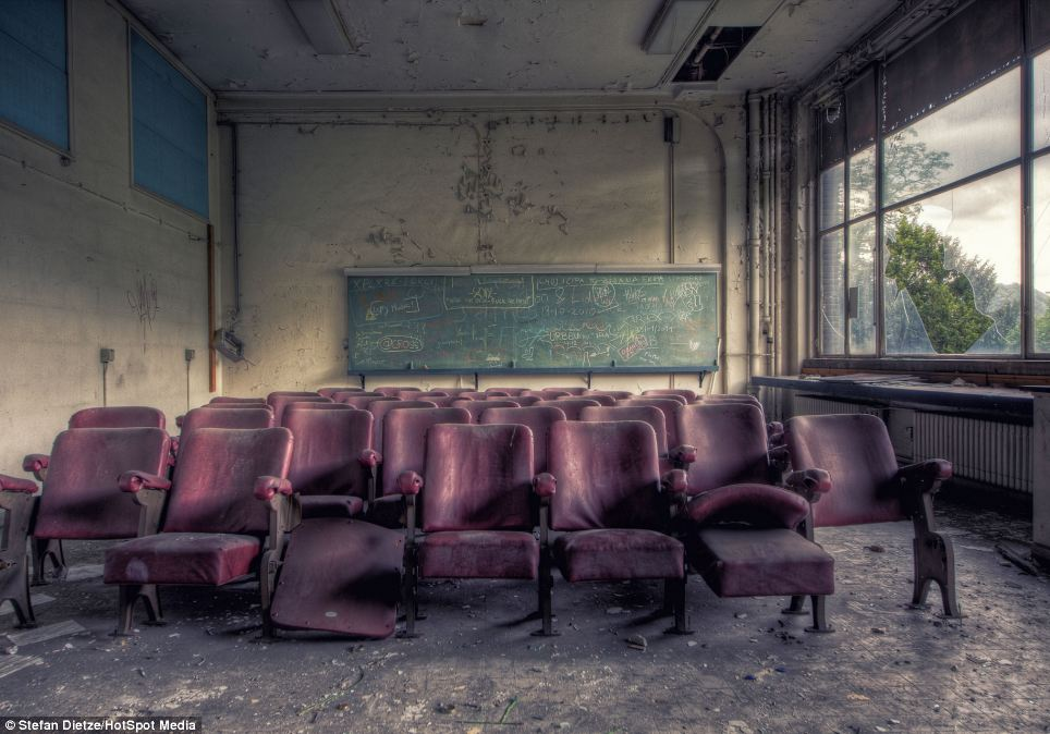 Wallpaper Hd For Living Room Creepy Abandoned Classrooms And Dust Filled Laboratories