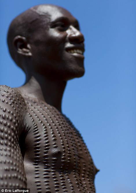 A Toposa man shows off his scars