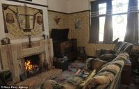 Aaron Whiteside spends 10,000 decorating his 1930s home ...