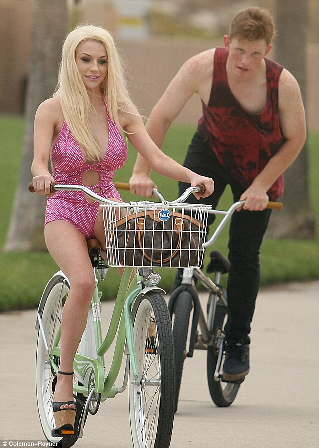The Gravity Falls Wallpapers Courtney Stodden Falls Off Her Bike Dressed In Plunging