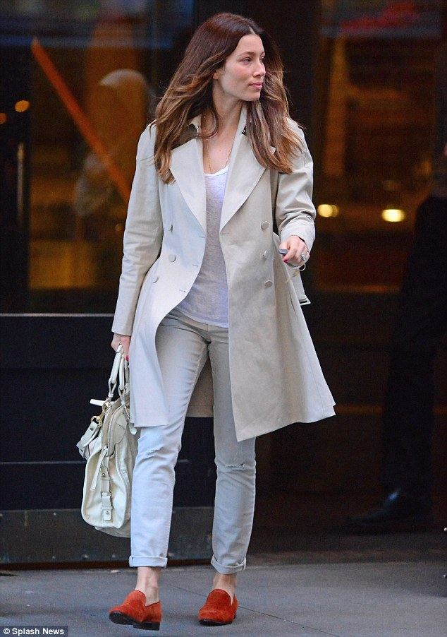 Jessica biel brightens up a beige outfit with red loafers for casual
