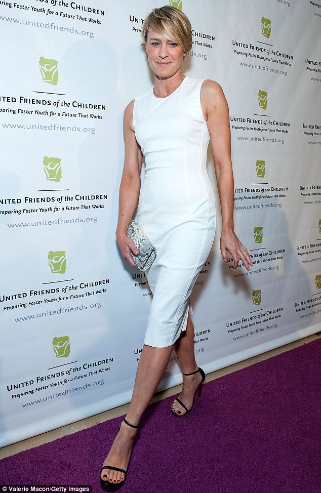 Old Lady Wallpaper Cute Robin Wright Is White Hot In Figure Hugging Pencil Dress