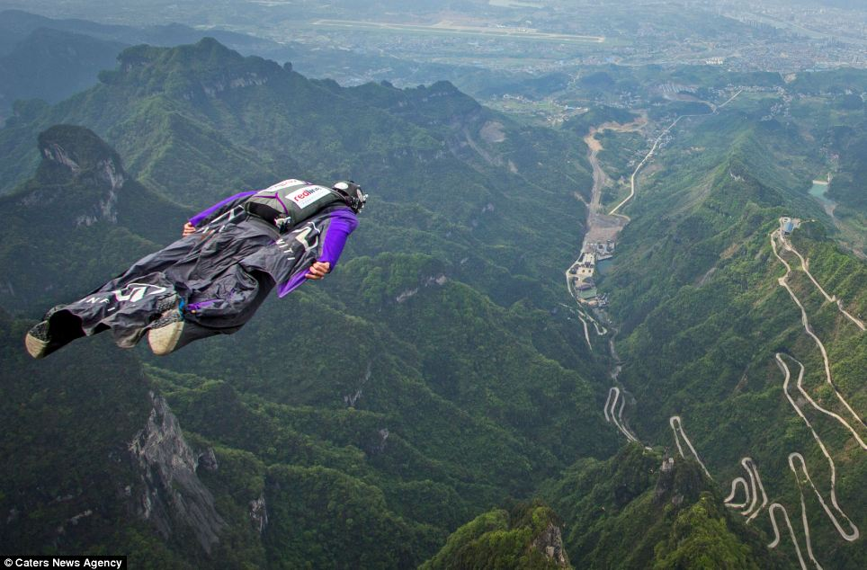 Car Lineup Wallpaper Wingsuit Divers Jump Off China S 1 400m High Tianmen