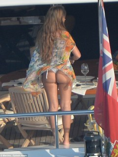 Cheeky! Antonella inadvertently flashes her pert bottom as she prepares to dine
