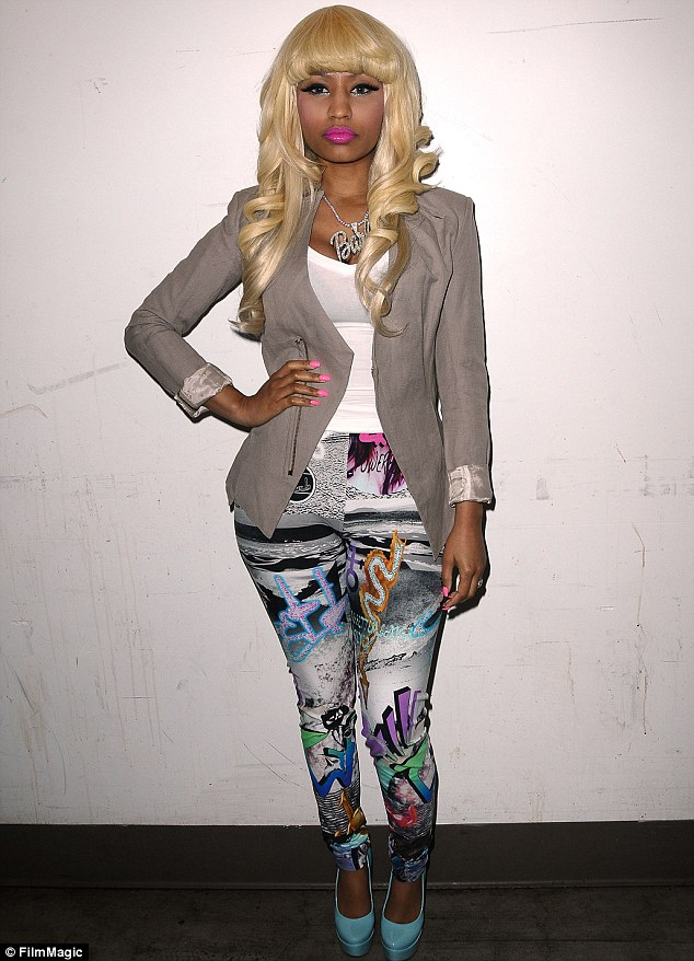 Nicki Minaj sued for \u0027$50,000\u0027 for showing up late and leaving early