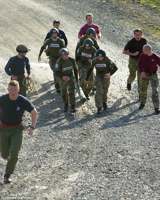 Inside British Army\u0027s Parachute Regiment for the first time in 30