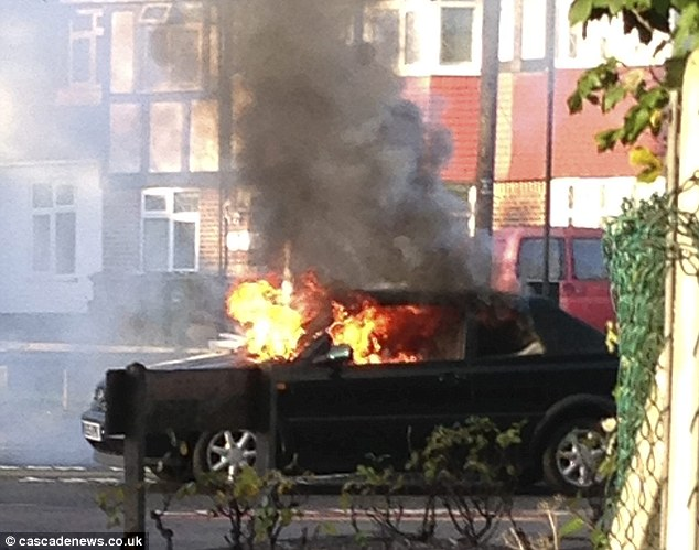 Car Wallpaper Gallery Vw Golf Bought On Ebay Exploded In Flames On The School