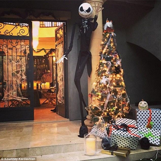 Really Cute Thanksgiving Wallpaper Khloe Kardashian Dresses Like Sally From The Nightmare