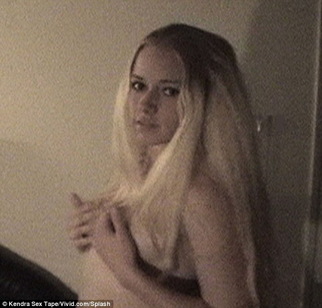 Kendra Wilkinson Mantan Model Playboy