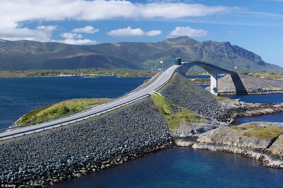 Fall Coastal Desktop Wallpaper Norway S Storseisundet Bridge Sees Drivers Lashed By