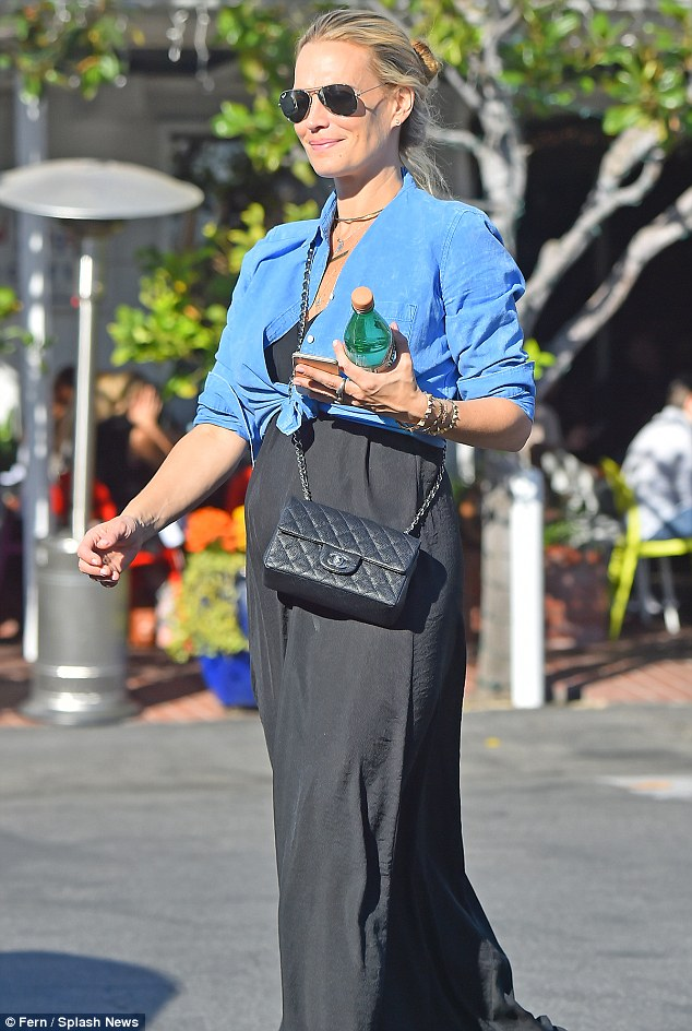 Maxi Baby Name Molly Sims Shows Off Her Casual But Cute Maternity Style