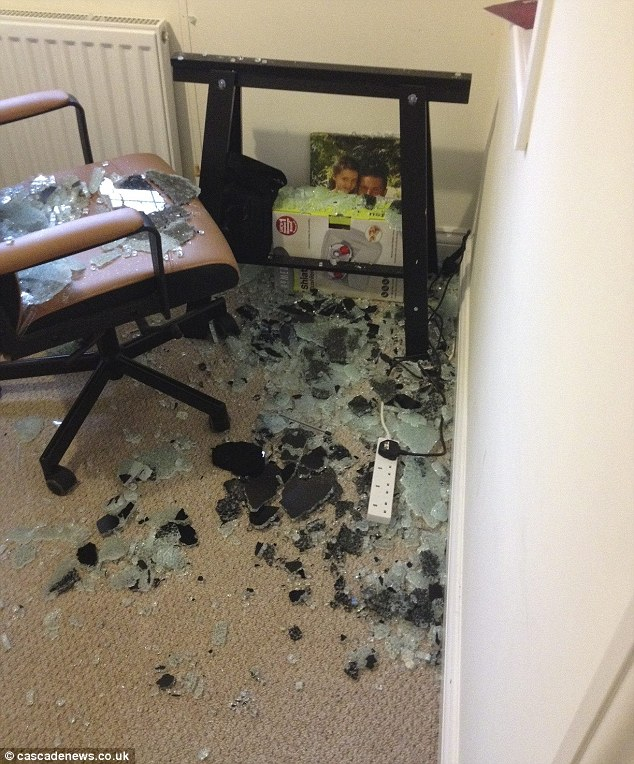 Printer Table Ikea Ikea Glass Table Explodes In Basildon Schoolboy's Bedroom