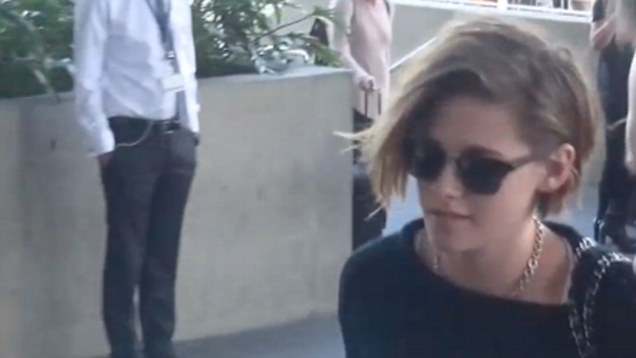 Kristen Stewart holds hands with her gal pal Alicia Cargile in