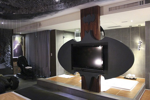 Meuble Tv Geek To The Batcave, Robin! Taiwan Hotel Offers Ultimate Bruce