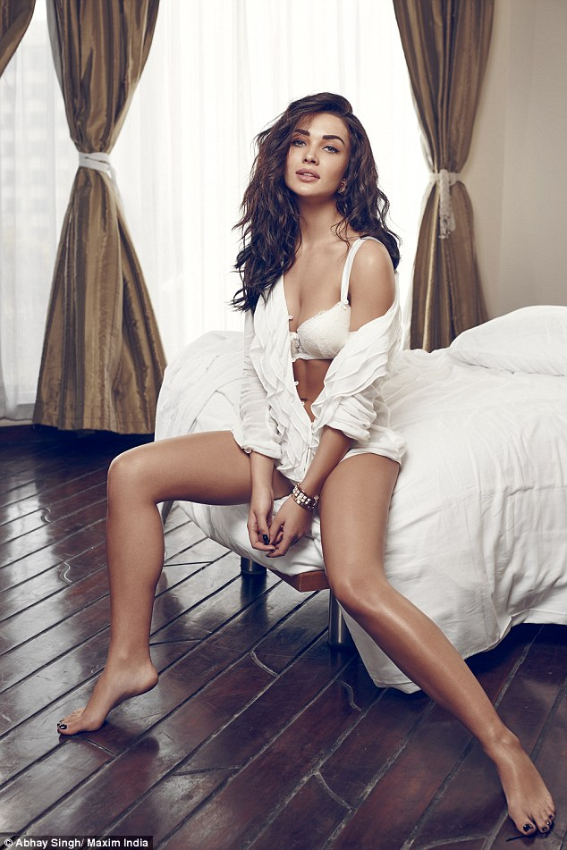 Hd Wallpaper Of Beautiful Indian Girl Amy Jackson In Underwear For Steamy Maxim India Shoot