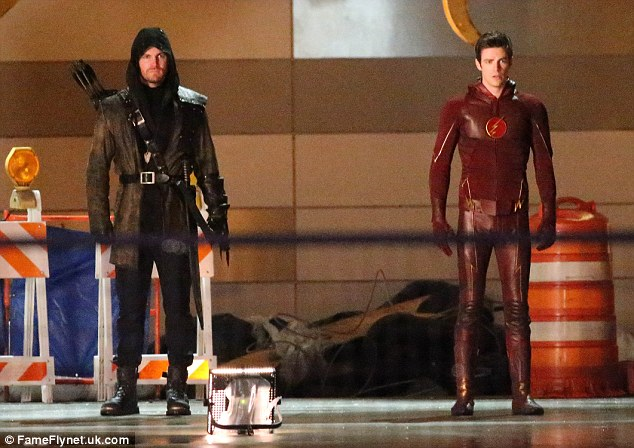Falling In Reverse Wallpaper 2015 The Flash Teams Up Green Arrow And Firestorm To Take On