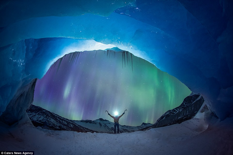 Beautiful Fall Scenery Wallpapers Aurora Borealis Lights Up The Night Sky Behind Glacier
